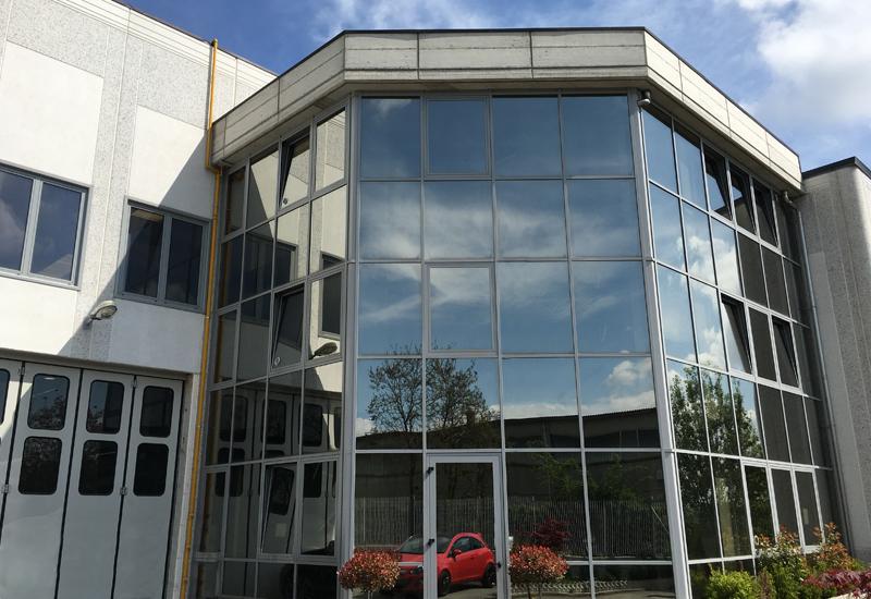 Stabilimento e macchinari pianezza am composites for Dimensioni finestre velux nuova costruzione